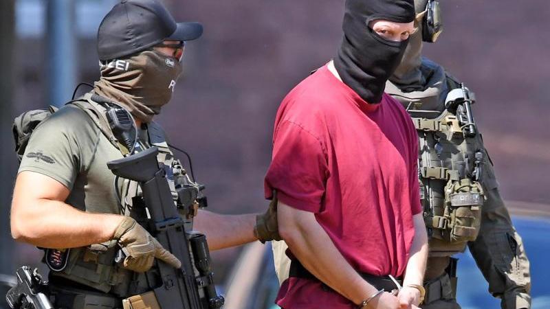 Der mutmaßliche Lübcke-Mörder soll auch wegen eines anderen Messerangriffs angeklagt werden. Foto: Uli Deck/dpa/Archivbild