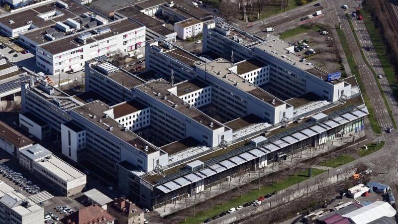 Der Hauptsitz des Energieversorgers Energie Baden-Württemberg (EnBW). Foto: Uli Deck/dpa/Archivbild