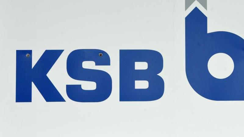 Das Logo der KSB AG. Foto: Peter Endig/dpa-Zentralbild/dpa/Archivbild