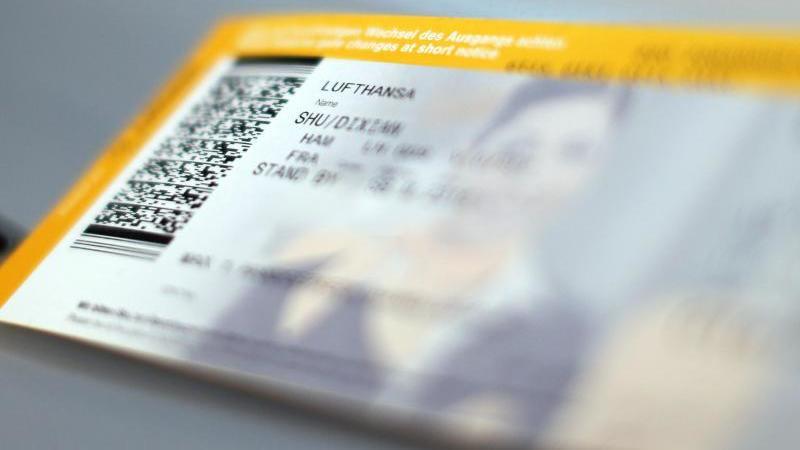 Mit einem Gutschein könnten Fluggesellschaften und Reiseveranstalter in der Corona-Krise finanziell entlastet werden. Foto: Malte Christians/dpa