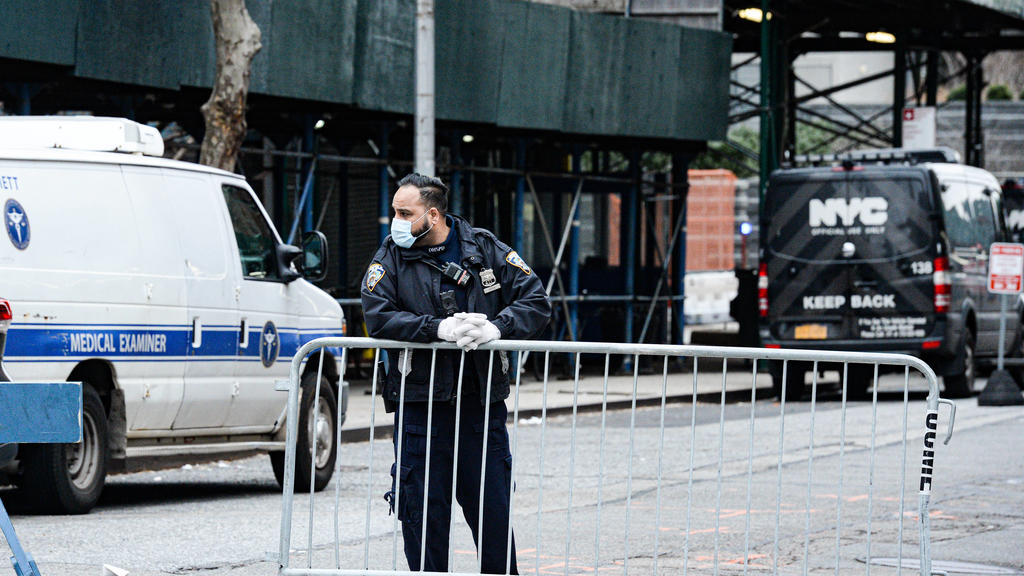 March 25, 2020, New York Manhattan, USA: NYPD securing at the Makeshift morgue entrance. Makeshift morgue outside Bellevue Hospital in Manhattan on Tuesday to deal with a potential surge of coronavirus victims. . 03/25/20. New York Manhattan. . New Y