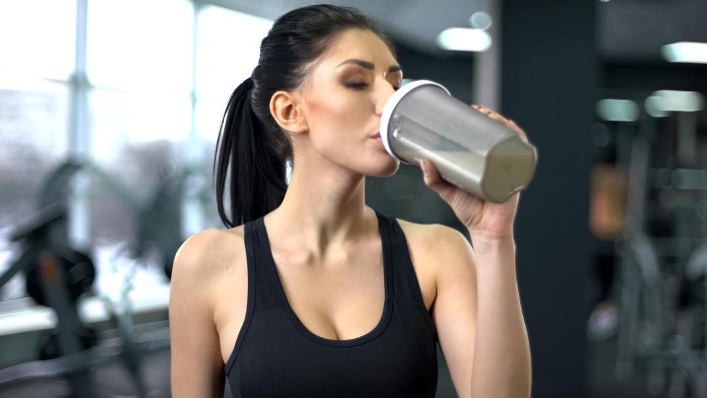 Ist Eiweißpulver nötig, um Muskeln aufzubauen? Die Stiftung Warentest ist skeptisch