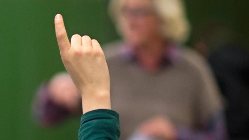 Die Lehrer sind aufgerufen, auch in den Osterferien eine Notbetreuung in den Schulen zu gewährleisten. Foto: Julian Stratenschulte/dpa/Archivbild