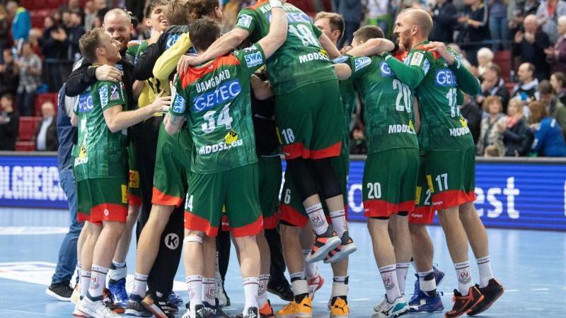 Magdeburgs Team feiert nach einem Sieg. Foto: Marijan Murat/dpa/Archivbild