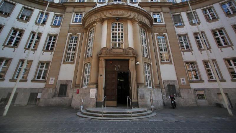Die Außenfassade des Land- und Amtsgerichtes. Foto: Fredrik von Erichsen/dpa/Archivbild