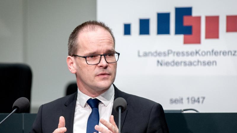 Grant Hendrik Tonne (SPD), Kultusminister von Niedersachsen. Foto: Hauke-Christian Dittrich/dpa/Archivbild