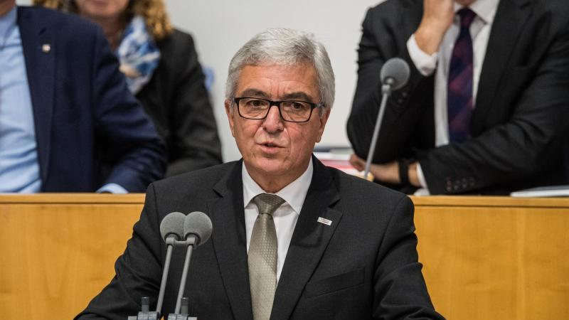 Roger Lewentz (SPD) spricht im Landtag. Foto: Andreas Arnold/dpa/Archivbild