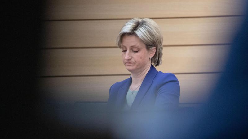 Nicole Hoffmeister-Kraut (CDU) nimmt an einer Plenarsitzung des Landtags von Baden-Württemberg teil. Foto: Marijan Murat/dpa/Archivbild