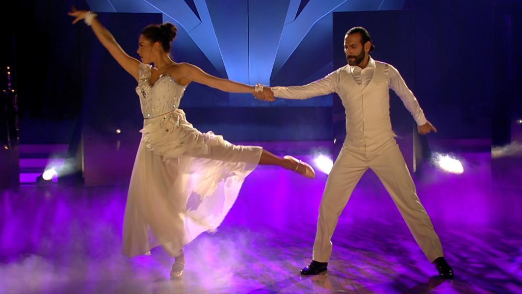 """Lili Paul-Roncalli und Massimo Sinató verzaubern in der 5. """"Let's Dance""""-Show mit dem Langsamen Walzer auf """"Je Suis Malade"""""""