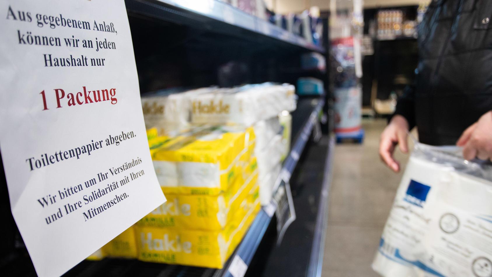 Durch Mengenbeschränkungen sollen Hamsterkäufe vermieden werden.