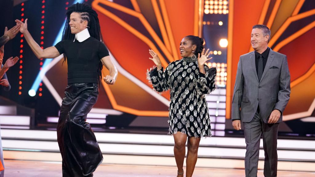 Die Jury: Jorge Gonzalez (l.), Motsi Mabuse und Joachim Llambi. Verwendung der Bilder für Online-Medien ausschließlich mit folgender Verlinkung:'Alle Infos zu 'Let's Dance' im Special bei RTL.de: http://www.rtl.de/cms/sendungen/lets-dance.html
