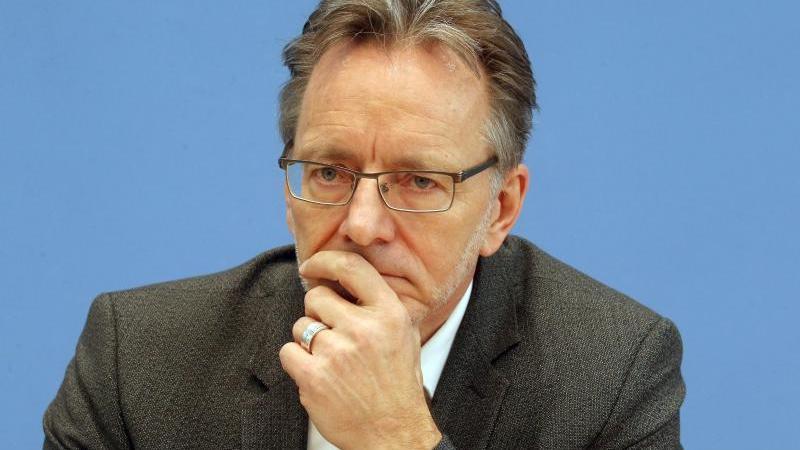 Holger Münch, BKA-Präsident, spricht auf einer Pressekonferenz. Foto: Wolfgang Kumm/dpa/Archivbild