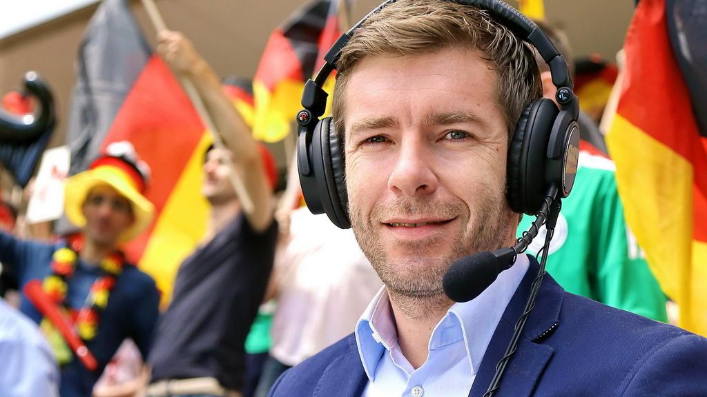 Marco Hagemann kommentiert f¸r RTL die Qualifikationsspiele der deutschen Fuflball-Nationalmannschaft zur EM 2016 und zur WM 2018.