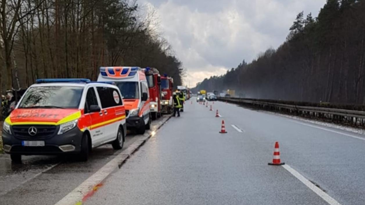 Ein Lkw-Fahrer pöbelte nach einem Unfall die Einsatzkräfte an.