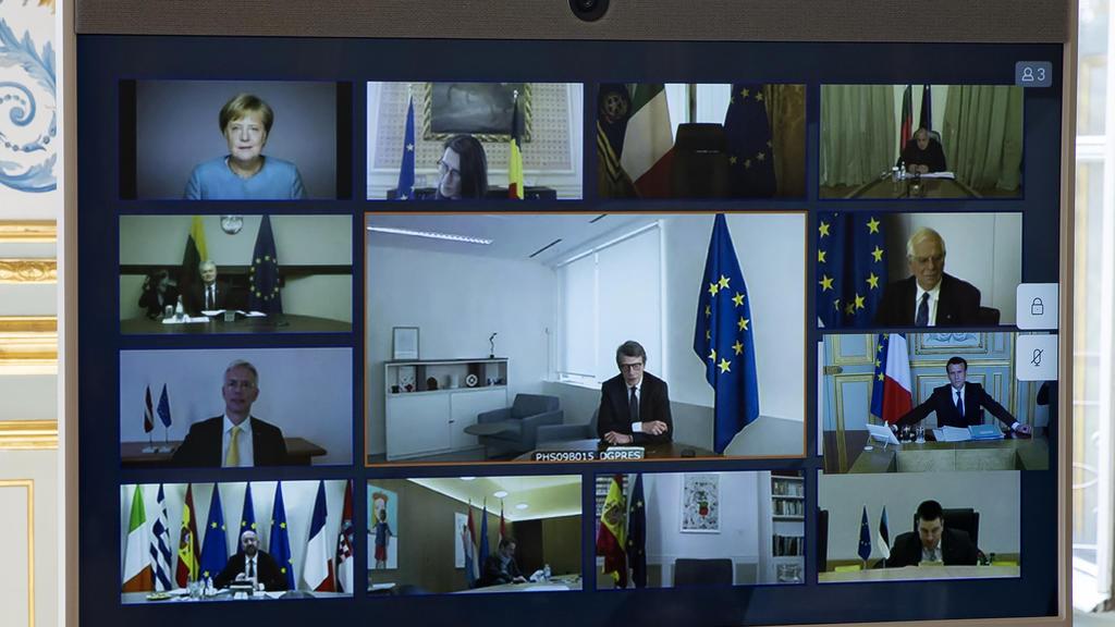 ARCHIV - 26.03.2020, Frankreich, Paris: Bundeskanzlerin Angela Merkel (oben links) und andere europäische Staats- und Regierungschefs, sowie Mitglieder des Europäischen Rates, sind während einer Videokonferenz im Elysee-Palast in Paris auf dem Bildsc