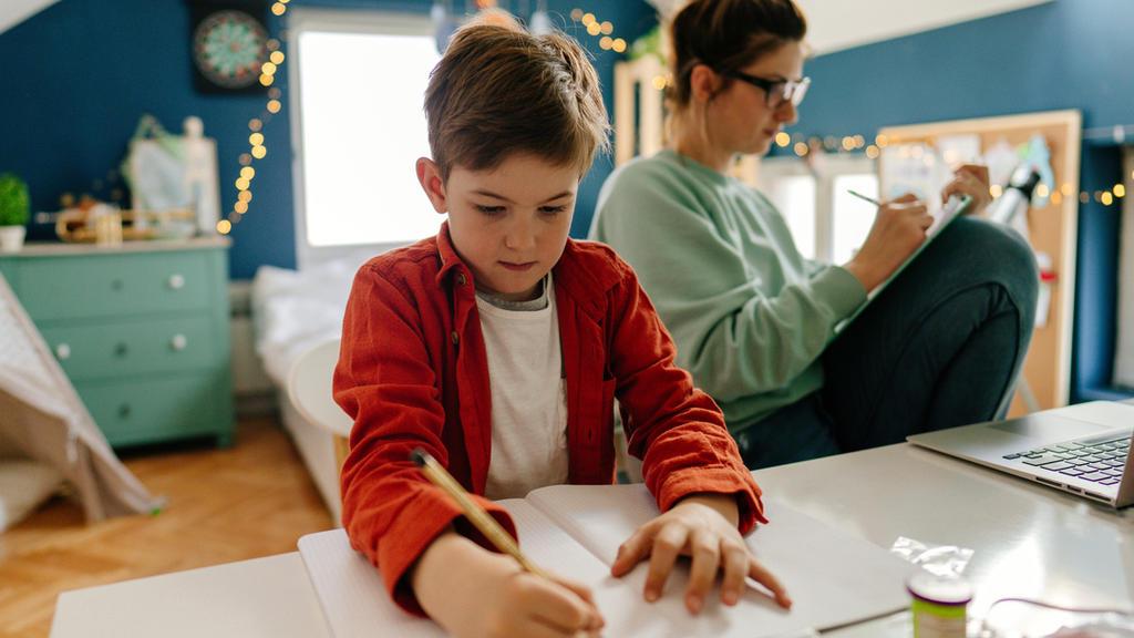omeschooling ist eine echte Herausforderung in der Coona-Krise - vor allem, wenn die Eltern viel arbeiten