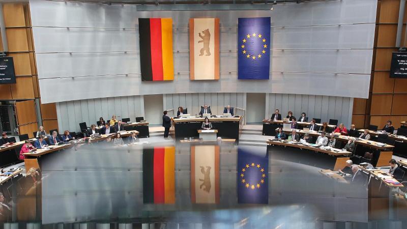 Abgeordnete bei einer Plenarsitzung im Berliner Abgeordnetenhaus. Foto: Wolfgang Kumm/dpa/Archivbild