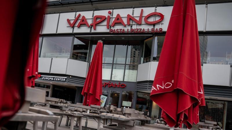"""Das Restaurant """"Vapiano"""" bleibt geschlossen. Foto: Michael Kappeler/dpa"""