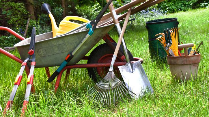 Frühjahrsputz: Bevor es in den Garten geht, sollten alle Geräte gereinigt und gepflegt werden