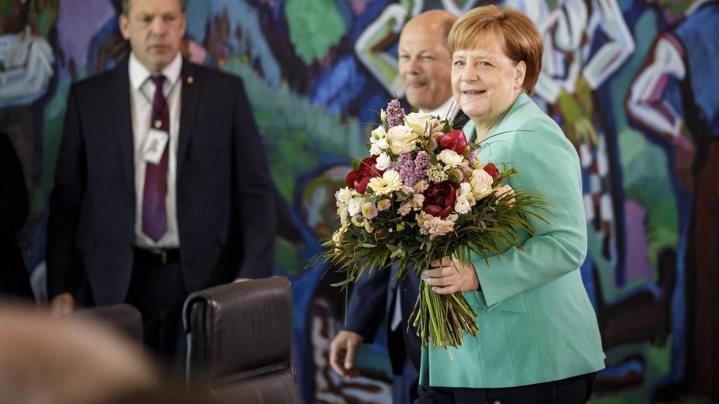 News Bilder des Tages Bundeskanzlerin Angela Merkel, CDU, und Bundesfinanzminister Olaf Scholz, SPD, vor der 50. Kabinettsitzung im Bundeskanzleramt in Berlin. 30.04.2019. Berlin Deutschland *** Federal Chancellor Angela Merkel CDU and Federal Finan
