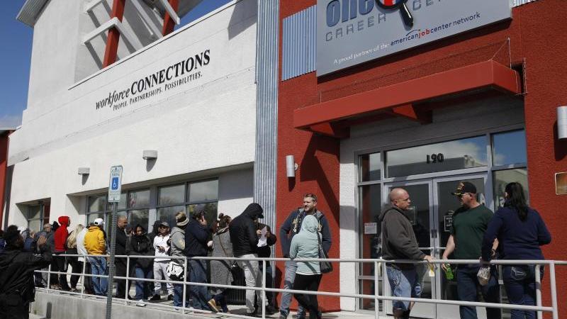 Infolge der Zuspitzung der Corona-Pandemie in den USA sind die Erstanträge auf Arbeitslosenhilfe sprunghaft angestiegen. Foto: John Locher/AP/dpa