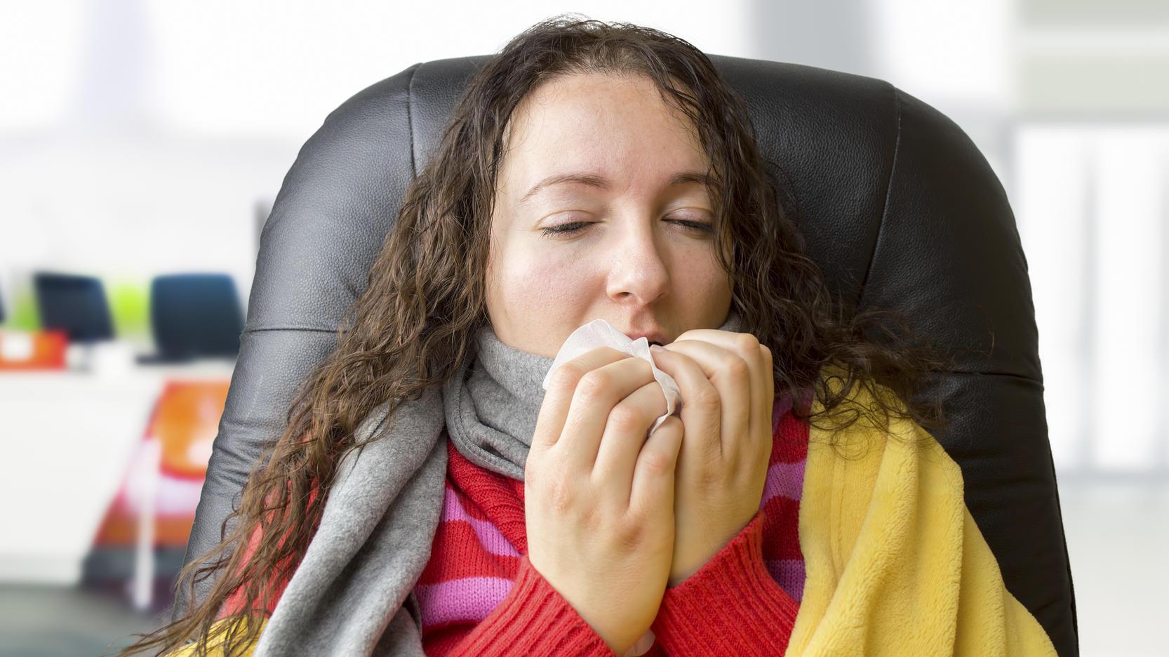 Manche Covid-19-Patienten verlieren vorübergehend ihren Geruchs- und Geschmackssinn.