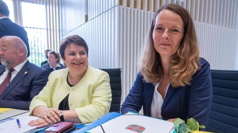 Bettina Martin (SPD, r). Foto: Jens Büttner/zb/dpa/Archivbild
