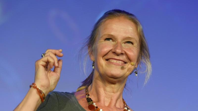 Die Kinder- und Jugendbuchautorin Cornelia Funke. Foto: Christophe Gateau/dpa/Archivbild