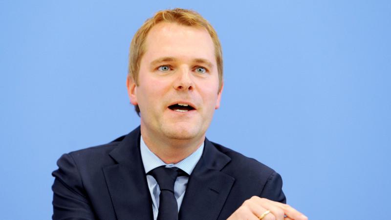 Gesundheitsminister Bahr fordert eine stärkere Eigenvorsorge bei der Pflegeversicherung - die Beitragshöhen sollen steigen.