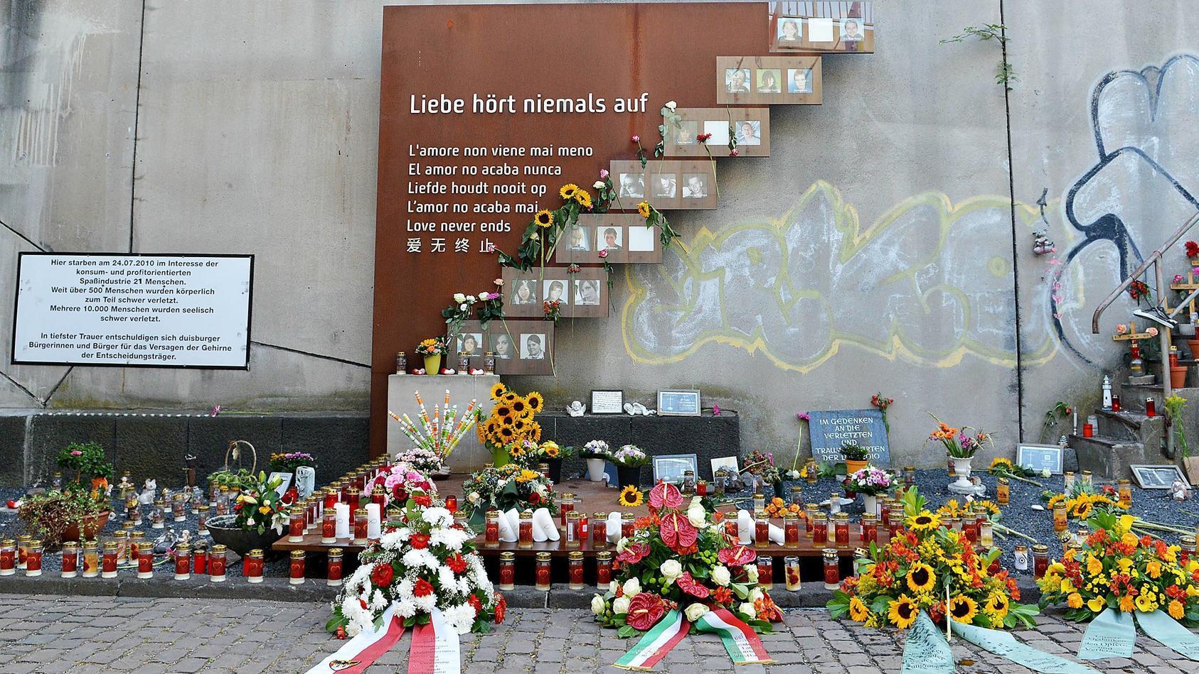 Gedenkstätte zur Loveparade 2010 am 24.07.2018 am Karl-Lehr-Tunnel in Duisburg Der Karl-Lehr-Tunnel und die Rampe des L