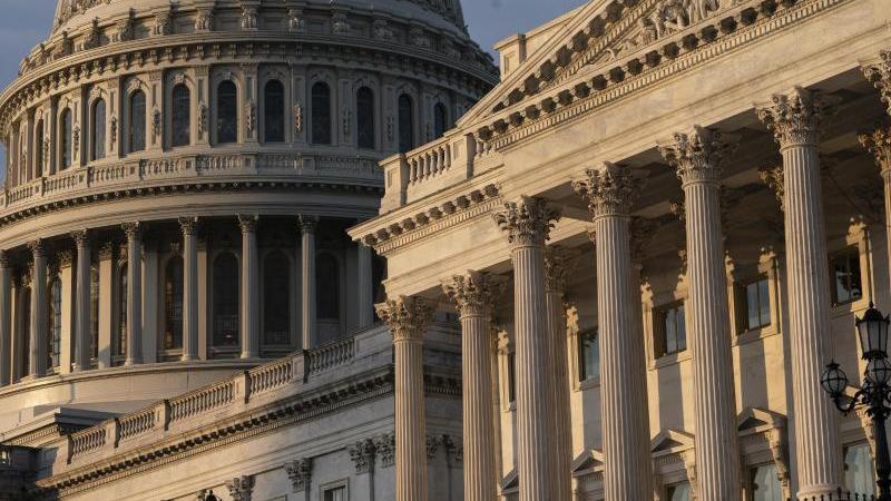 Blick auf das Kapitol in Washington. Das US-Konjunkturpaket soll noch einmal aufgestockt werden. Foto: J. Scott Applewhite/AP/dpa