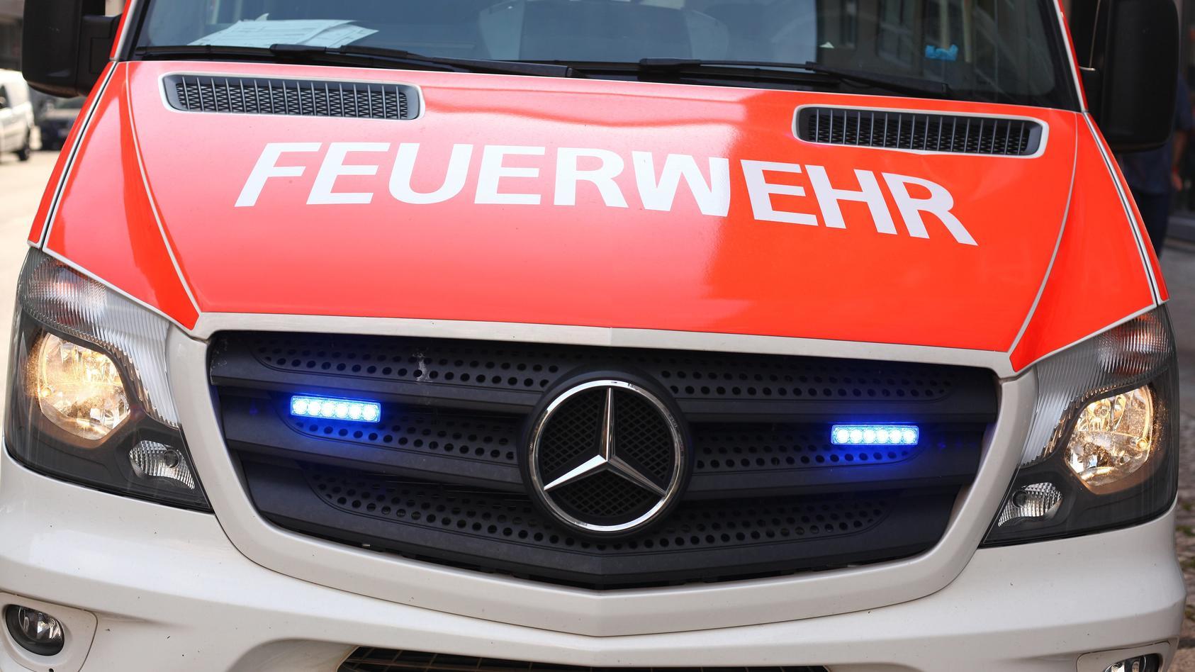 Der 22-Jährige hatte mehrere Fahrzeuge in der Halle der Freiwilligen Feuerwehr umgestellt.