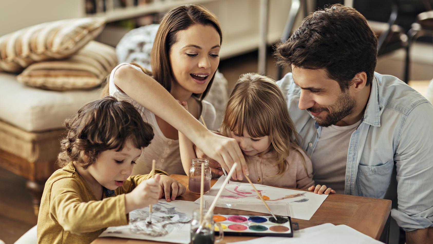 Ob mit den Kindern oder allein: ein kreatives Hobby macht Spaß!