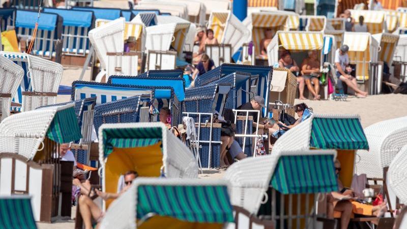 Bessere Zeiten: Strandkörbe im Seebad Ahlbeck auf Usedom. Foto: Jens Büttner/dpa-Zentralbild/dpa