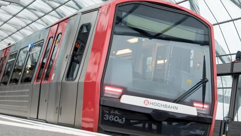 Eine U-Bahn steht im Bahnhof. Foto: Daniel Bockwoldt/dpa/Archivbild