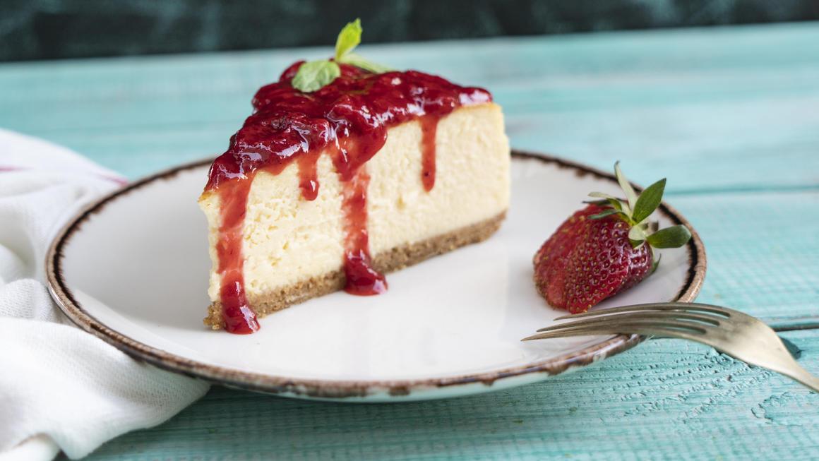 Hmmm, Erdbeer-Cheesecake! Noch besser: Der Käsekuchen enthält keinen Haushaltszucker