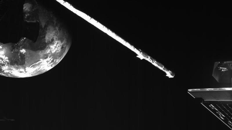 """Die Merkur-Sonde """"BepiColombo"""" fliegt an der Erde vorbei. Foto: --/ESA/dpa"""
