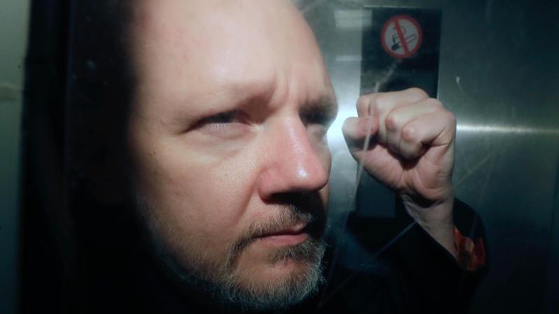 Im Bemühen um eine Freilassung von Julian Assange hat sich nun dessen Partnerin eingeschaltet (Archiv). Foto: Matt Dunham/AP/dpa