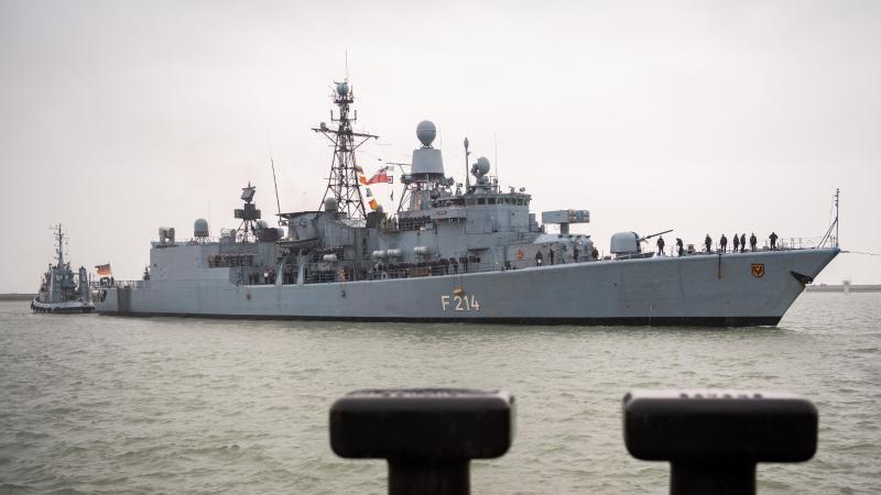 """Die Fregatte """"Lübeck"""". Foto: Mohssen Assanimoghaddam/dpa/Archivbild"""