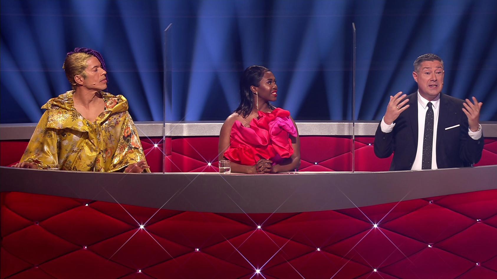 In der 7. Show sind die Juroren mit Plexiglasscheiben voneinander getrennt.