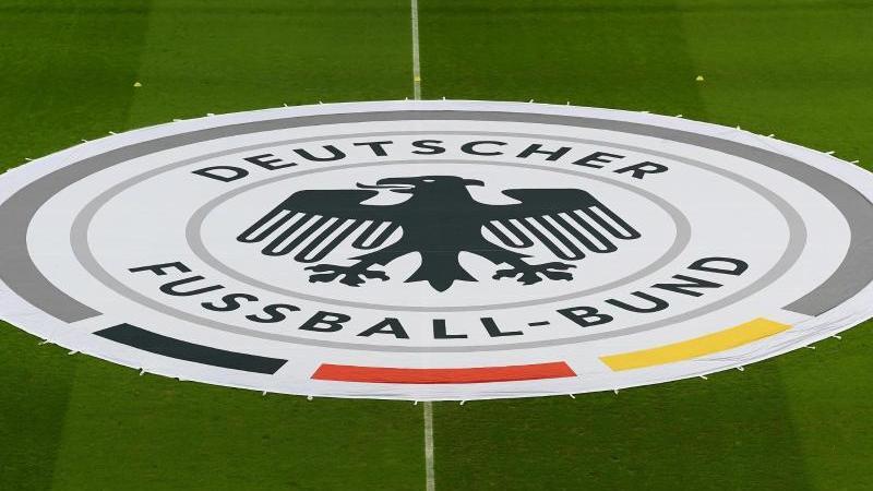 Das Logo des DFB. Foto: Hendrik Schmidt/dpa/Symbolbild