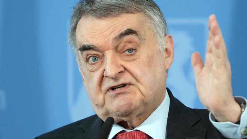 Herbert Reul (CDU), Innenminister von NRW. Foto: Federico Gambarini/dpa/Archivbild