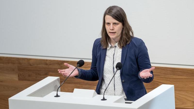 Julia Willie Hamburg (Bündnis90/Die Grünen) spricht im Plenarsaal im Landtag. Foto: Peter Steffen/dpa/Archivbild