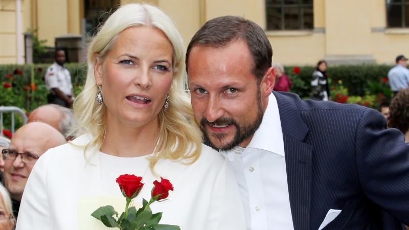 Das norwegische Kronprinzenpaar, Haakon und Mette-Marit feiern ihren zehnten Hochzeitstag und sind noch immer glücklich.