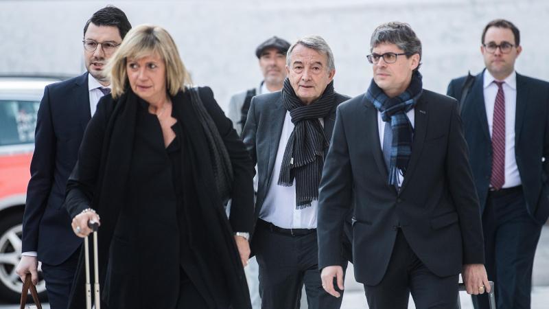 Wolfgang Niersbach (M) erschien am 11. März vor dem Bundesstrafgericht im Schweizerischen Bellinzona. Foto: Samuel Golay/KEYSTONE/Ti-Press/dpa