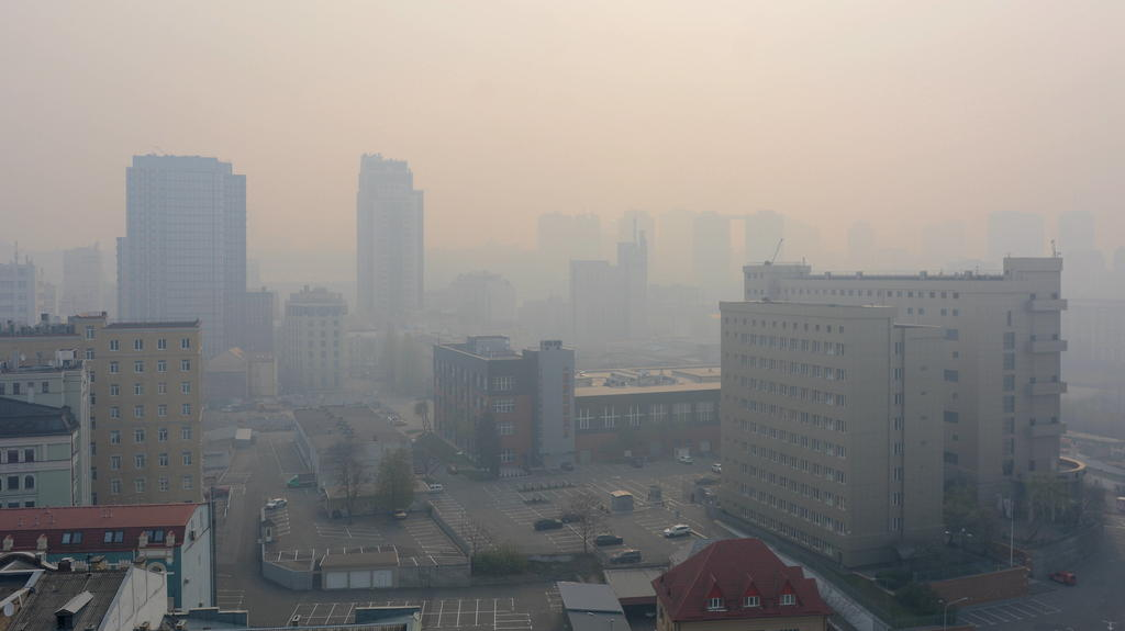 Ukraine: Kiev in smoke due to forest fires Kiev in smoke due to forest fires, including in the Chernobyl zone. Kiev Ukraine Copyright: AleksandrxGusev
