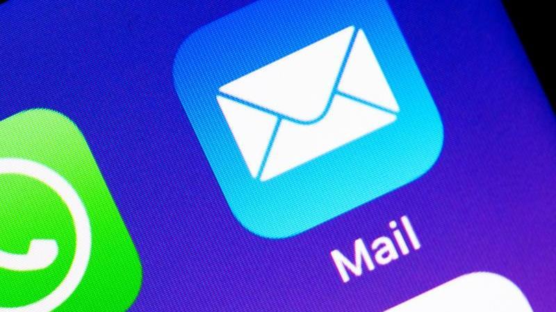 In Apples Mail-App für iPhones und iPads gibt es Sicherheitslücken, über die Angreifer Schadcode auf die Geräte schleusen können. Foto: Catherine Waibel/dpa-tmn