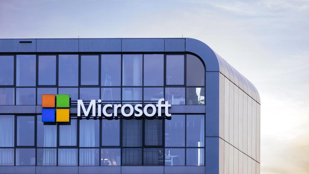 Logo der Microsoft Corporation am Sitz der Microsoft Deutschland GmbH im Rheinauhafen. Köln, 26.08.2019 *** Logo of the Microsoft Corporation at the headquarters of Microsoft Deutschland GmbH in Rheinauhafen Cologne, 26 08 2019 Foto:xC.xHardtx/xFutu