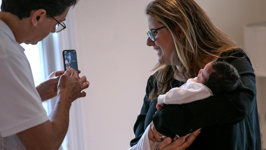 Luciana Lira hat das Neugeborene einer Schüler-Mutter bei sich aufgenommen