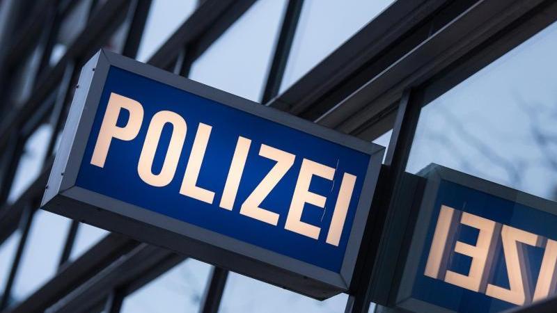 Die Duisburger Polizei staunte nicht schlecht, als sie am Montag einen Mann wegen eines Autodiebstahls vernehmen wollte (Symbolbild).
